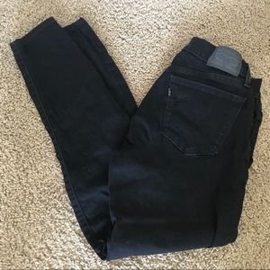 Black Cropped Levi's Jeans